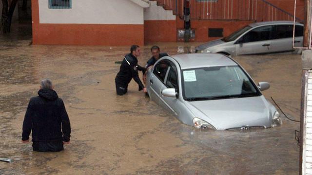 Erzurum'u sel vurdu ! Ev ve iş yerleri su altında