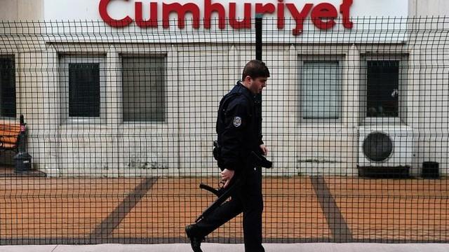 Cumhuriyet gazetesinde istifa depremi: 26 isim istifa etti