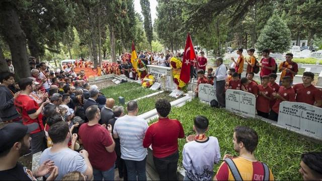 Metin Oktay mezarı başında anıldı !