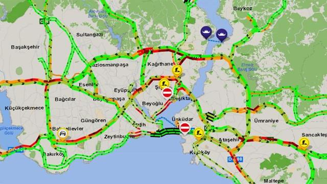 Yağmur sonrası İstanbul trafiği kilit oldu !