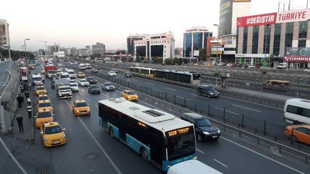 İstanbul'da pazartesi alarmı ! İşte trafikte son durum
