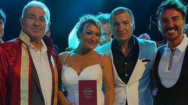Şarkıcı Zeynep konser verdiği sahnede evlendi