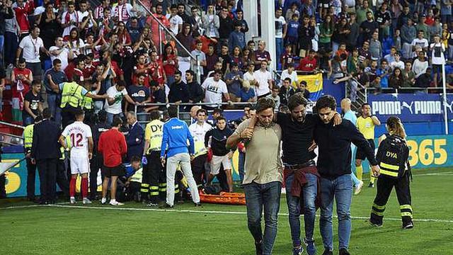Sevilla maçında tribün çöktü: 8 yaralı