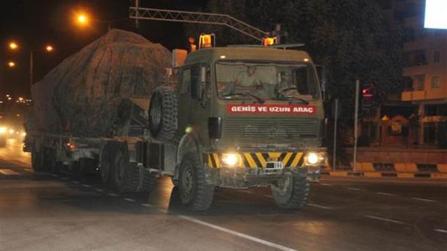 Sınırda hareketlilik... Suriye'ye tank ve obüs sevkiyatı !