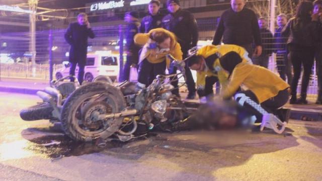 Feci kaza ! Kasksız sürücü öldü, nişanlısının burnu bile kanamadı