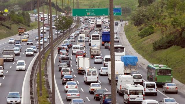 TEM'de zincirleme kaza ! Trafik durma noktasında