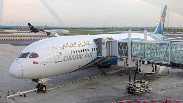 Camı çatlayan yolcu uçağı İstanbul'a acil iniş yaptı