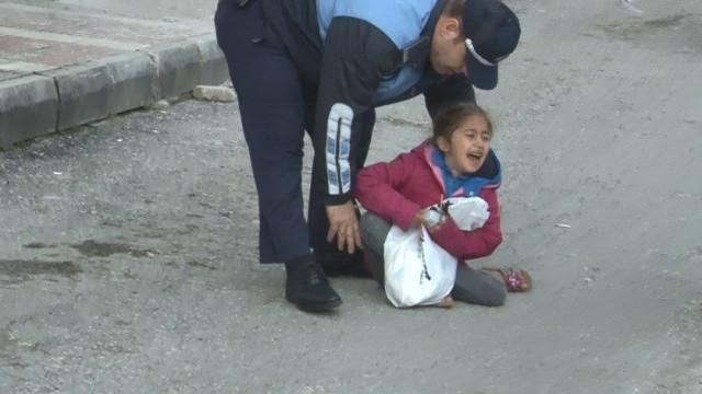 Çocuğunu yol ortasında bırakıp kaçtı
