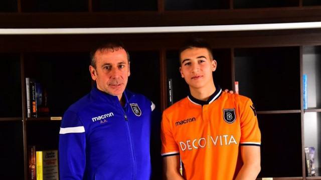 Başakşehir, Mert Çelik ile profesyonel sözleşme imzaladı