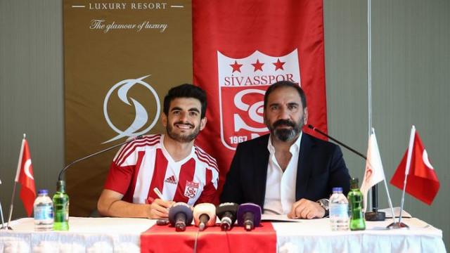 Fatih Aksoy Demir Grup Sivasspor ile sözleşme imzaladı
