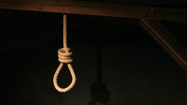 Kız çocğuna işkence etmişti; herkesin önünde idam edildi