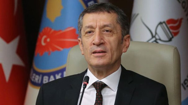 Milli Eğitim Bakanı: Ders sayısı yarı yarıya azalacak