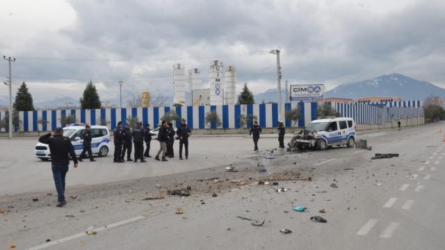 Polis aracı ile çöp kamyonu çarpıştı