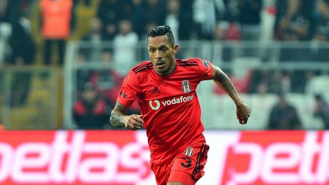 Beşiktaş'ta Adriano gitti geldi