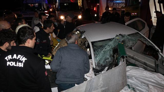 TEM'de korkunç kaza ! Ok gibi arabaya saplandı