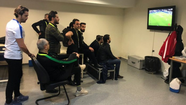 Evkur Yeni Malatyaspor idarecileri, maçı Fenerbahçe soyunma odasında izledi!