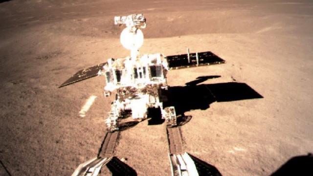 Ay'ın karanlık yüzünde ilk ayak izi !