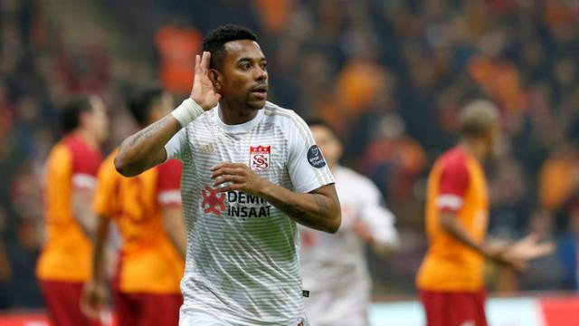 Robinho Cumartesi günü Medipol Başakşehir'e imza atacak