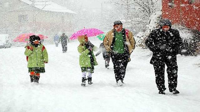 Eğitime kar engeli ! 24 ilde okullar tatil edildi