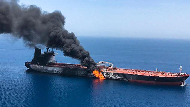 Kızıldeniz'de İran'a ait tanker vuruldu