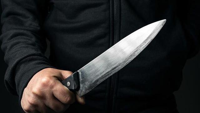 Kendisini aldattığı ve iddia ettiği eski eşi ve sevgilisini bıçakladı