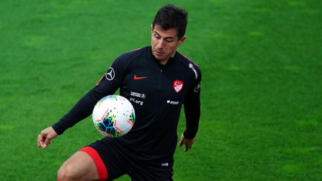 Emre Belözoğlu, Arnavutluk maçına iğne ile çıkmayı kabul etti
