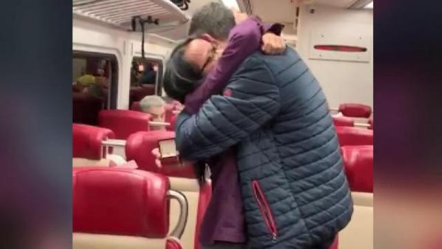 New York treninde sürpriz evlilik teklifi