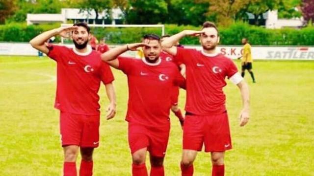 Alman bölgesel futbol federasyonları, asker selamına ceza vermek için çalışma başlattı