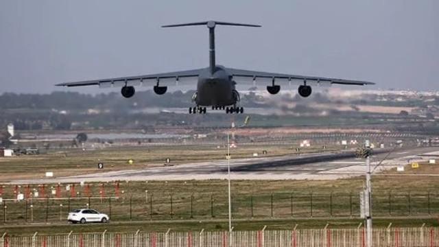İncirlik Hava Üssü'nde savaş uçağı hareketliliği