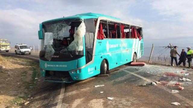 Cenazeye gidenleri taşıyan otobüs devrildi: Çok sayıda yaralı var