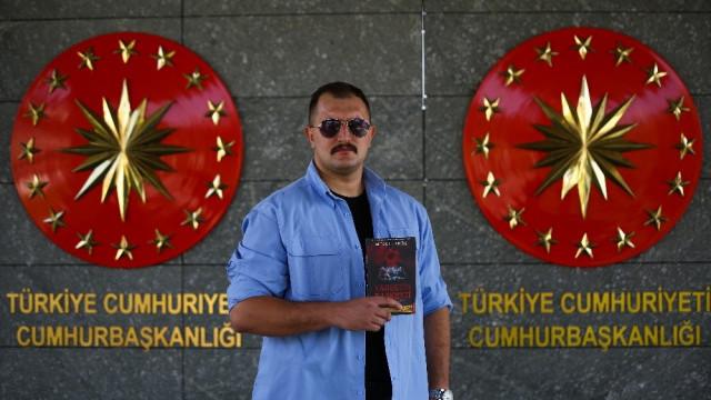 Erdoğan'ın koruması cinayet romanı yazdı