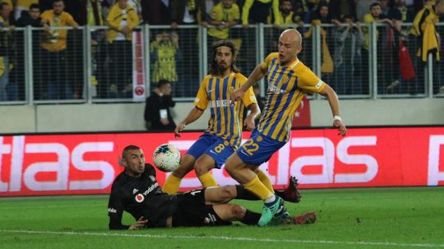 Beşiktaş'ta Galatasaray derbisi öncesi Burak Yılmaz şoku
