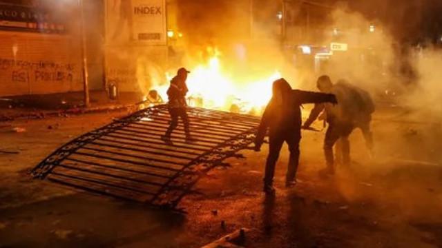Şili'de asker sokağa indi ! Zam protestoları şiddetlendi