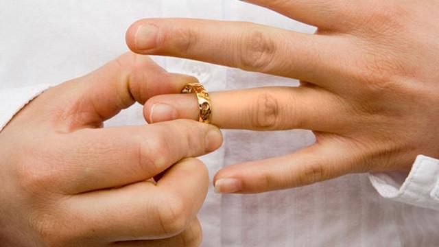 Cimrilere yargıdan kötü haber! Artık boşanma sebebi!