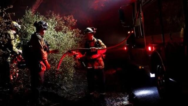 Ünlüler evlerini boşalttı ! Yangın durdurulamıyor...