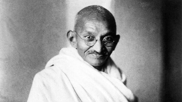 Mahatma Gandhi'nin külleri çalındı