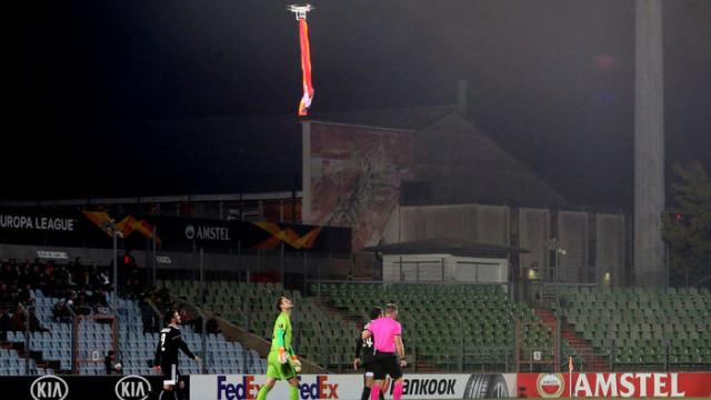 Dudelange - Karabağ maçında sahada drone ile Ermenistan bayrağı uçuruldu!