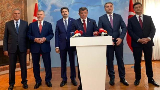 Ahmet Davutoğlu sahaya iniyor ! Tarih belli oldu