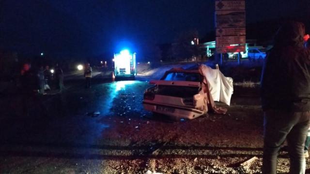 İki otomobil kafa kafaya çarptıştı: 2 ölü, 2 yaralı