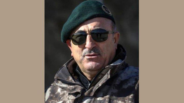 Bakan Çavuşoğlu'ndan askeri üniformalı fotoğraf