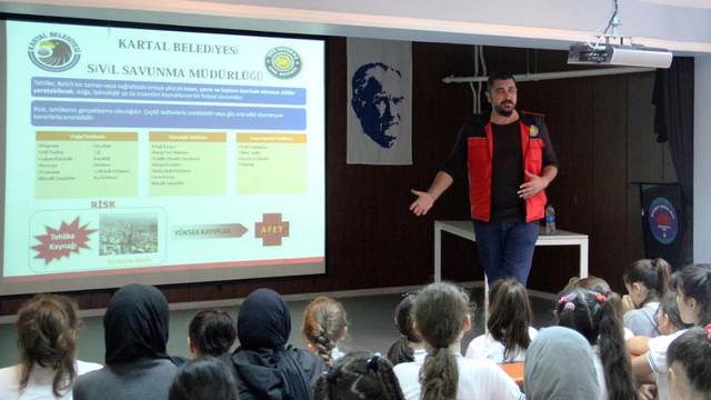 Kartal Belediyesi'nden Öğrencilere Deprem Bilinçlendirme Eğitimi