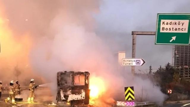 TEM Otoyolu'nda otobüs alev alev yandı !