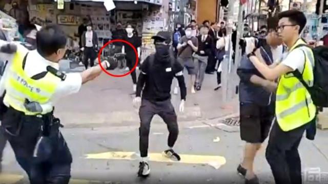 Polisin göstericiyi vurduğu anlar kamerada