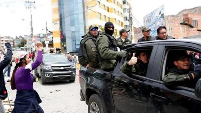 İstifa sonrası sokaklar karıştı