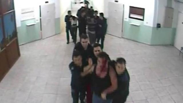 Cezaevinde çocuk tutuklulara dayak rezaleti