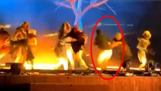 Suudi Arabistan'da sahnede dehşet ! 3 sanatçı bıçaklandı