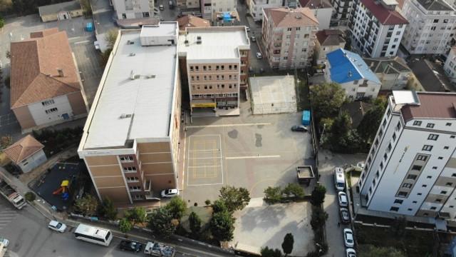 Liseli genç kız sınava girmemek için 2. kattan aşağı atladı