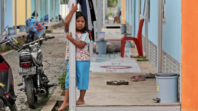 Endonezya 7,1'lik deprem sonrası beşik gibi sallanıyor