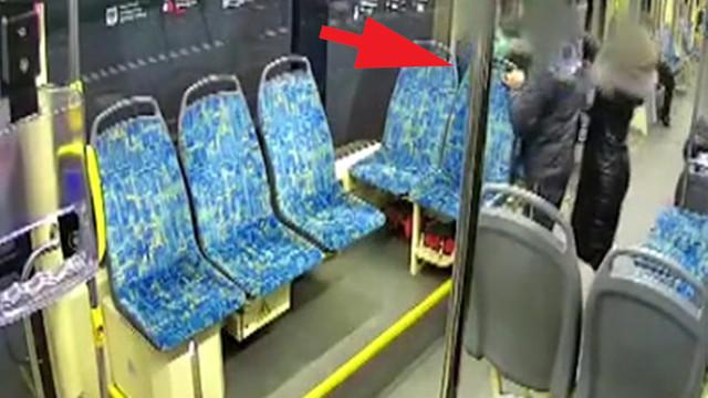 Tramvayda hamile kadına saldırı anı kamerada