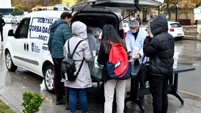 Başkent'te üniversitelerde çorba dağıtımlarına yoğun ilgi